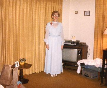 Old Nicol Photos 4022 - May 1985 Mary