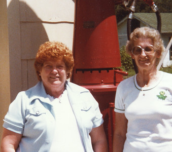 Old Nicol Photos 4040 - June & Mary
