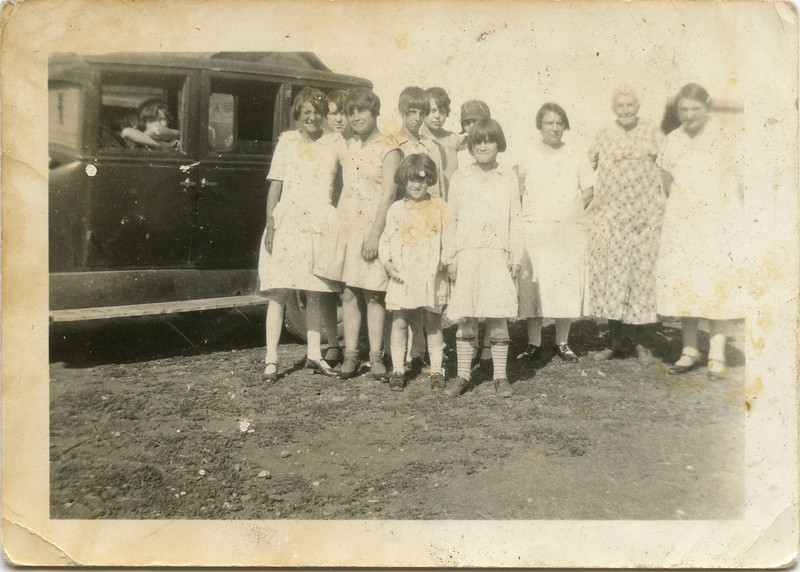 Wilma in back with other Family, 1920's,