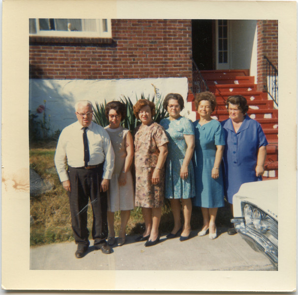 Grandpa Bill, Eva, Methyl, Wilma, Lola and June in front of Apartments in Bremerton 1970's