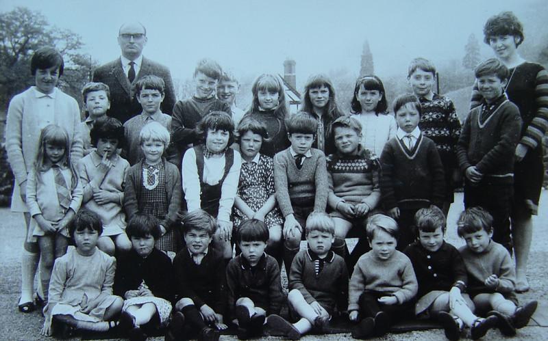 May 1968 - Ganllwyd School Photo. <I>That's the whole school!!</I>