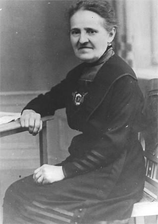 Lyddy Stefanie Seifert. Her maiden name was Wirsching. (1853-1927) Zwickau, Sachsen.
