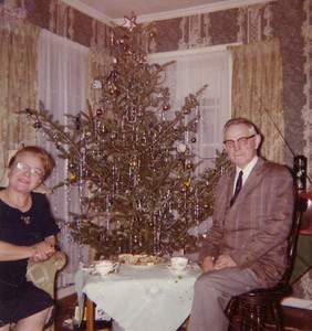 Tante Anni and Oncle Erich in Syracuse house for Weihnachten.