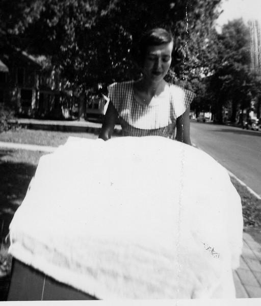 Joan Ferles Ramsey (Tante Inky) pushing baby Edward in his stroller.