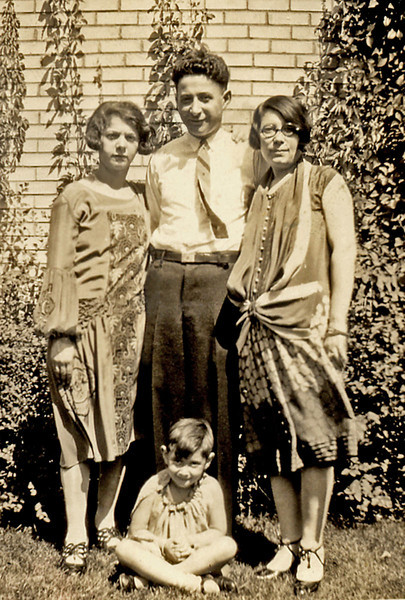 1920s. Gertrude Bershodsky, Marcus and Esther Knox, Fay Knox, St. Paul.