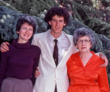 1980, September, 1025 Forest Avenue, Palo Alto. Marian and Charlie Knox, Dorothy Osheroff.