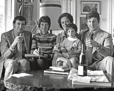 1972, April. Chicagoans Naphtali and Marian Knox visit Fern, Elizabeth, and Alex Rynecki at their Sausalito house.