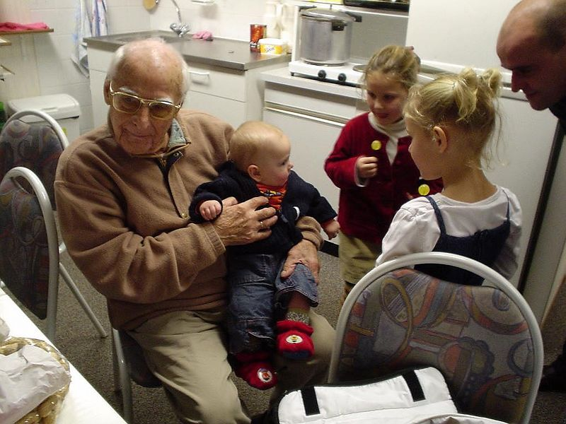 Opa with 3 grand daughters: Elise, Katootje and Jet.