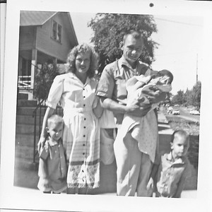 I _think_ that's Phil Harrison and his family.