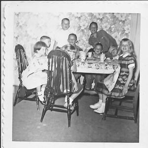Not sure about everyone, but I think that's Bobbie Harrison standing on the left, with Phil on the right, and Tom between them. Me just to Bobbies right, and Pam in the right front.