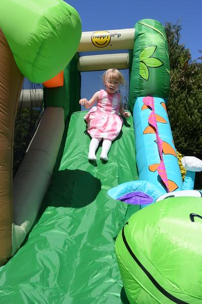 Jaimies Bouncy Castle Jun 2015 001