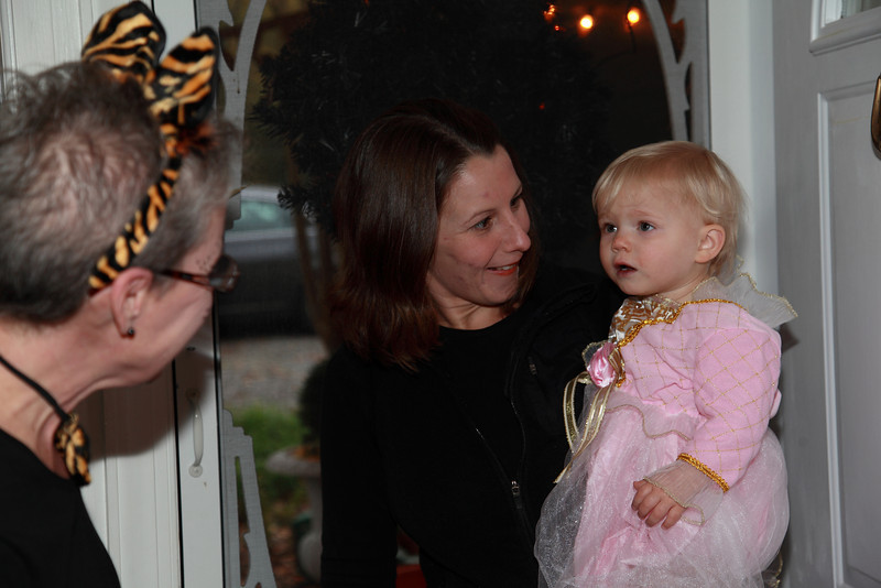 Grant Cathy the Tiger,greets Mary and Princes Julia at the front door .