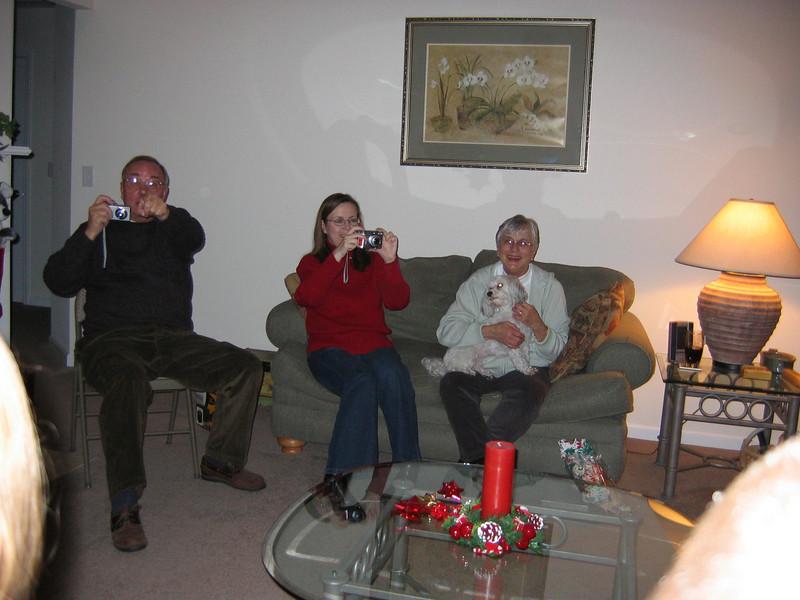 <big>Pat, Merie & Georgia</big><BR> Christmas Eve 2005