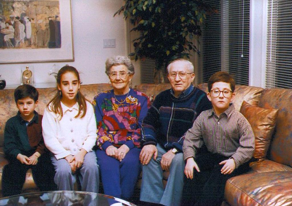 Mania and Zalman with grandkids