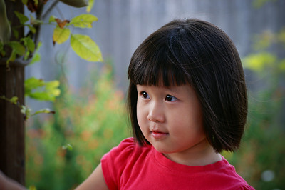 2005-09-03 Sarah in backyard