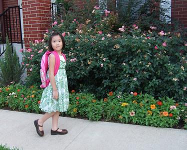 2007-08-28 Sarah's first day of kindergarten