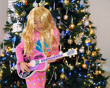 2007-12-25 Playing with Christmas present