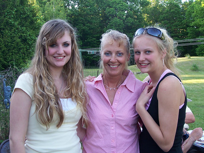 Lori Free with daughters Heidi & Holly