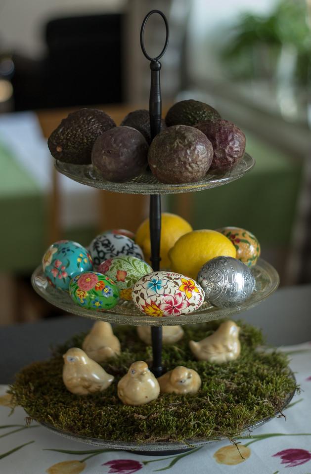 Påskägg / Kycklingar / Passinonsfrukt / Avokado