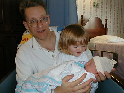Christopher Ross Kane with Daddy, Patrick Kane, and older sister, Sydney Jean, on his birth date, 25 Jan 2000, at Community Memorial Hospital in Ventura, California.