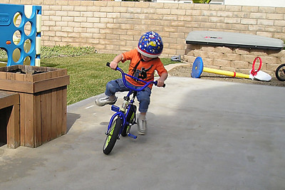 After a long bike ride yesterday, Christopher decided that he was going to teach himself how to ride a 2-wheeler. Pat was sitting down reading the paper and looked up to see Christopher riding his old bike, which no longer had training wheels (taken off for Sydney to practice on). Wow! Today we went to the park so that he could have some room to practice. He did crash a few times, but otherwise did quite well.