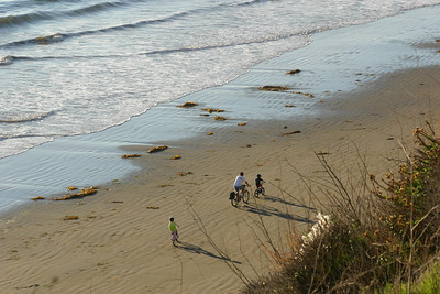 Pat, Sydney and Christopher Kane going for a bike ride on the beach while Kathy stayed on the bluff at El Capitan State Beach.