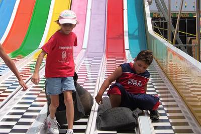 Sydney & Zandler on the big slide at the 2005 Ventura County Fair.