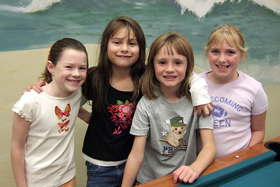 Julia Cassidy Sydney And Gwen Playing Pool During Sydneys 8th Birthday Party At The