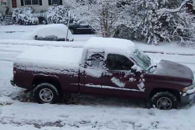 Pat's truck with a blanket of snow that accumulated over night. (Image taken with FinePix F10 at ISO 200, f3.7, 1/110 sec and 14.1mm)