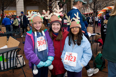 Sydney has been participating twice a week in a before-school program called Girls on the Run. The fall season finished with a 5K run during the 2nd Annual Girls on the Run Reindeer Romp. (Image taken with Canon EOS 20D at ISO 800, f7.1, 1/80 sec and 17mm)