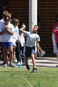 2007 Lutheran elementary school track meet. (Image taken with Canon EOS 20D at ISO 400, f6.3, 1/2000 sec and 185mm)