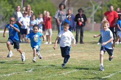 2007 Lutheran elementary school track meet. (Image taken with Canon EOS 20D at ISO 400, f2.8, 1/2000 sec and 148mm)