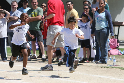2007 Lutheran elementary school track meet. (Image taken with Canon EOS 20D at ISO 400, f6.3, 1/2000 sec and 165mm)