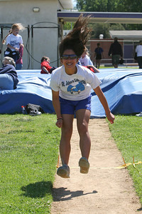 2007 Lutheran elementary school track meet. (Image taken with Canon EOS 20D at ISO 400, f7.1, 1/1600 sec and 78mm)