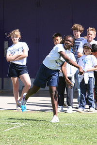 2007 Lutheran elementary school track meet. (Image taken with Canon EOS 20D at ISO 400, f5.0, 1/1600 sec and 153mm)