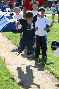 2007 Lutheran elementary school track meet. (Image taken with Canon EOS 20D at ISO 400, f6.3, 1/1000 sec and 70mm)