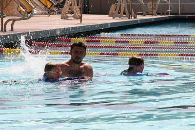 Swim Lessons (19 Jun 2007) (Image taken with Canon EOS 20D at ISO 200, f14.0, 1/500 sec and 70mm)