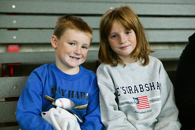 Christopher and Sydney are ready to see the dolphin show at the National Aquarium in Baltimore (Image taken with Canon EOS-1DS at ISO 800, f4.0, 1/100 sec and 55mm)