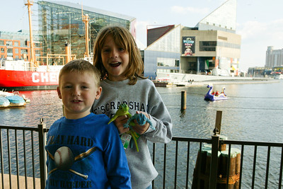 Christopher and Sydney enjoying a stroll around Baltimore's Inner Harbor after a day trip to the National Aquarium in Baltimore. (Image taken with Canon EOS-1DS at ISO 400, f10.0, 1/400 sec and 30mm)
