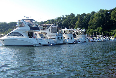 A raft of boats on the Potomac River celebrating Labor Day. (Image taken with FinePix F10 at ISO 200, f5.0, 1/480 sec and 8mm)
