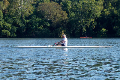 A sculler on the Potomac River. (Image taken with FinePix F10 at ISO 200, f5.0, 1/400 sec and 24mm)
