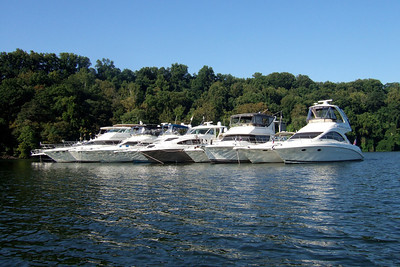 A raft of boats on the Potomac River celebrating Labor Day. (Image taken with FinePix F10 at ISO 200, f5.6, 1/640 sec and 8mm)