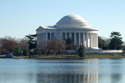 Thomas Jefferson Memorial. (Image taken with FinePix F10 at ISO 200, f8.0, 1/400 sec and 24mm)
