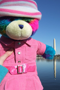 Rainbow Bear in front of the Washington Monument. (Image taken with FinePix F10 at ISO 80, f5.6, 1/550 sec and 8mm)