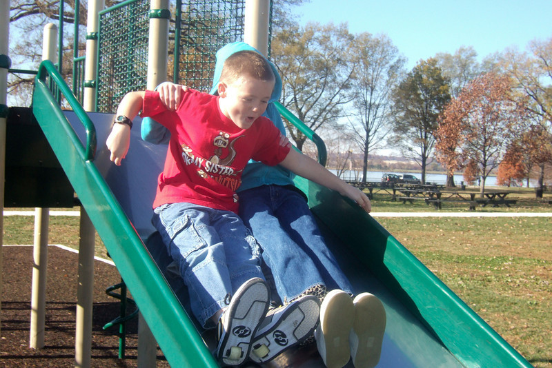Christopher and Sydney enjoying the playground at Hains Point. (Image taken with FinePix F10 at ISO 200, f5.6, 1/340 sec and 12.2mm)