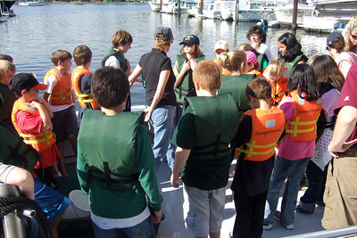 Sydney's 5th grade class from Taylor Elementary had a great field trip on the Potomac River guided by the Chesapeake Bay Foundation. (Image taken with FinePix F10 at ISO 80, f4.0, 1/350 sec and 8mm)