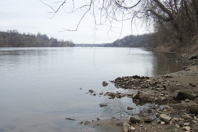 View of Potomac River from Windy Run Park, Arlington VA (Image taken with FinePix F10 at ISO 80, f4.5, 1/419 sec and 8mm)