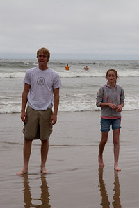 Grady and Sydney in Pismo Beach (01 Aug 2009) (Image taken with Canon EOS 20D at ISO 400, f18.0, 1/1000 sec and 70mm)