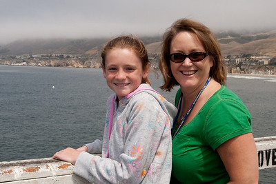 Sydney and Aunt Betsy on the pier in Pismo Beach (01 Aug 2009) (Image taken with Canon EOS 20D at ISO 400, f16.0, 1/640 sec and 33mm)
