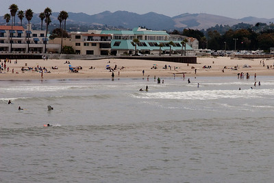 A view from the pier in Pismo Beach (01 Aug 2009) (Image taken with Canon EOS 20D at ISO 400, f18.0, 1/1000 sec and 70mm)
